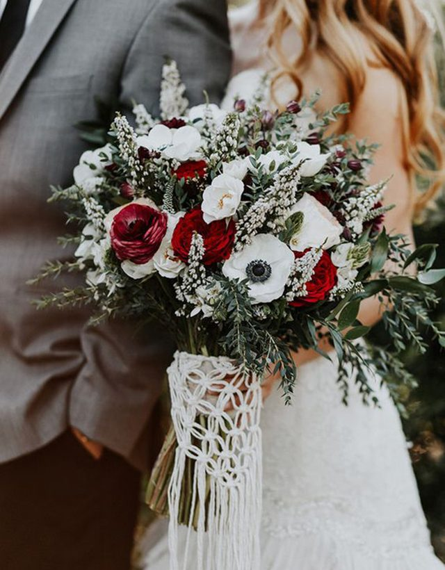 9 Winter Bridal Bouquets
